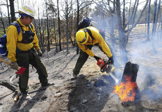 New Mexico and Colorado wildfires burn out of control