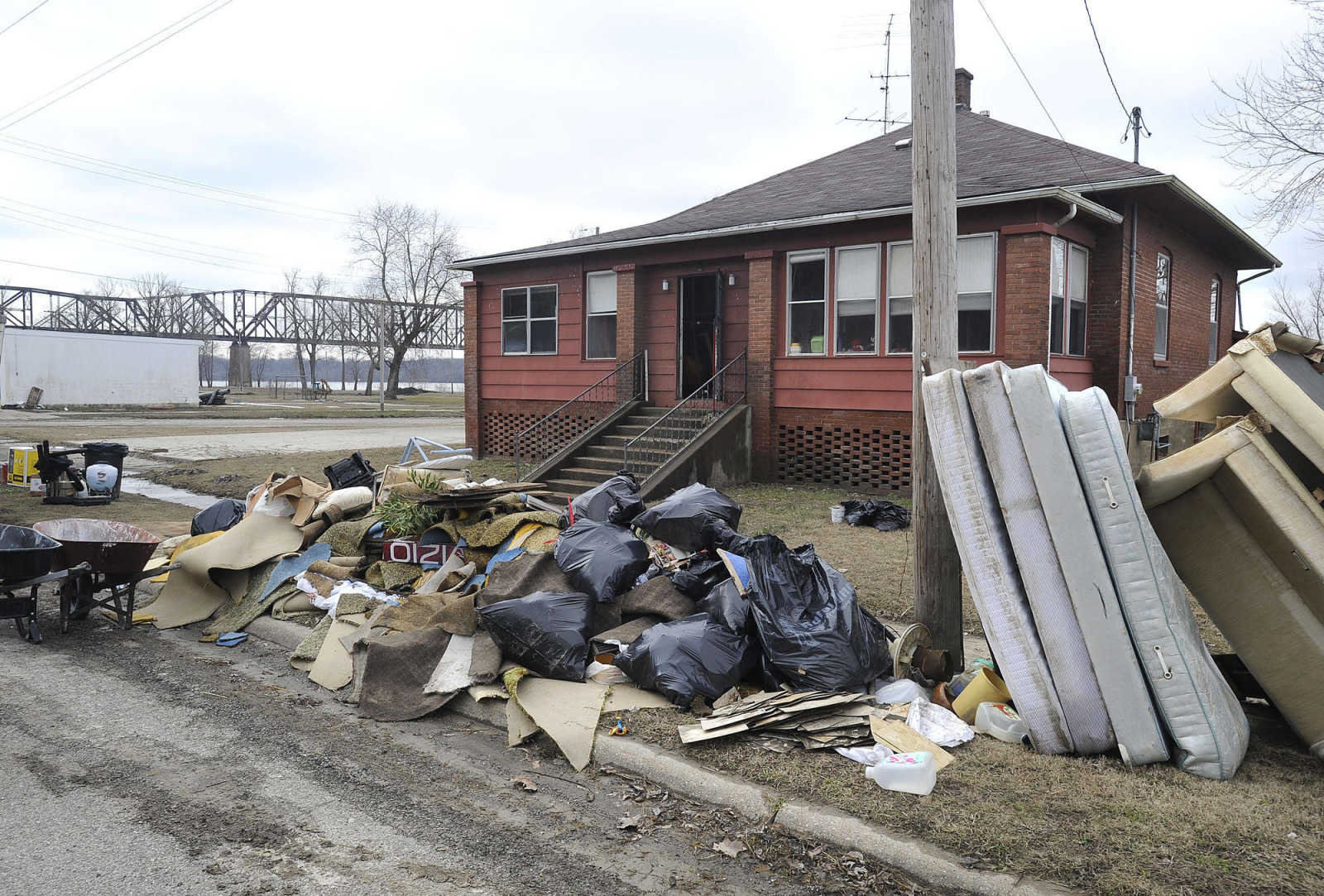Illinois alexander county thebes - Flood Damaged Items Are Being Removed From A House In Thebes Illinois As Seen Jan 16 2016 Fred Lynch