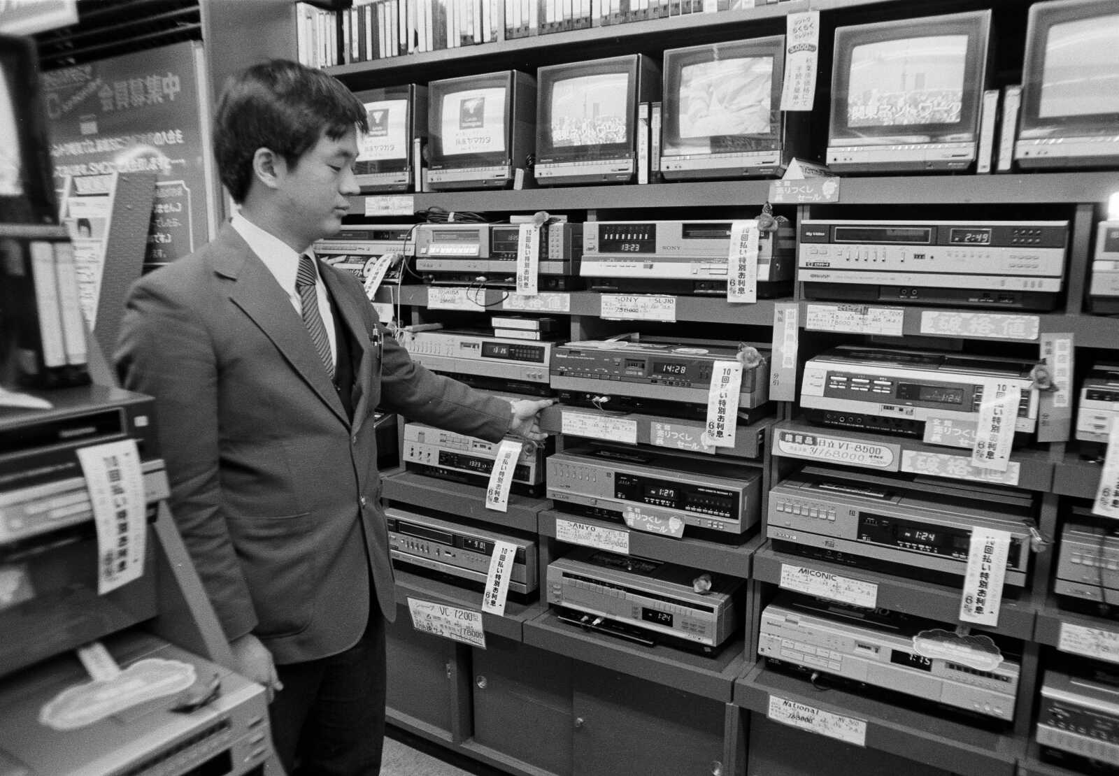 National News: Farewell to VCRs: Japanese maker to shelve once-hit ...