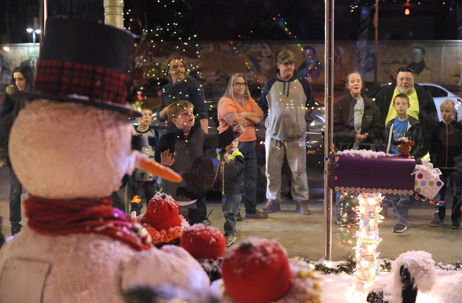 People Gather To View The Animated Christmas Window Display Thursday, Nov.  23, 2017 At Hutsonu0027s Fine Furniture In Downtown Cape Girardeau. (Fred Lynch)