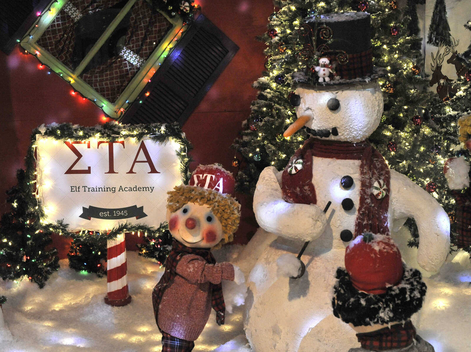 The Elf Training Academy Is Depicted Thursday, Nov. 23, 2017 In The  Christmas Window Display At Hutsonu0027s Fine Furniture In Downtown Cape  Girardeau.