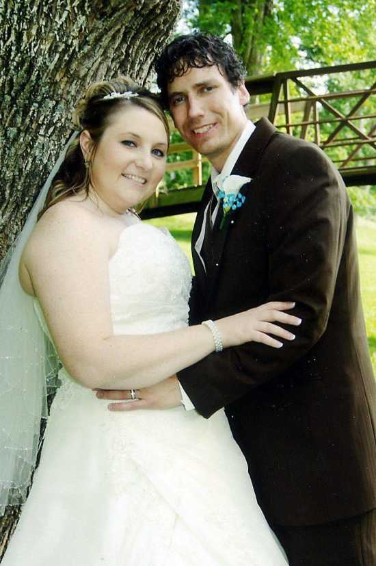 Emily Sue Davis And Todd Wayne Leslie Were Married June 6 2009 At First General Baptist Church In Jackson The Rev Luther Rhodes Performed Ceremony