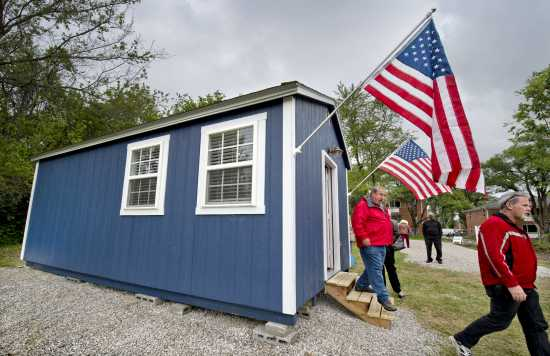 The Veterans Community Project Unveils Its First Tiny House For Homeless Monday In Kansas City Missouri Plans Call A Village