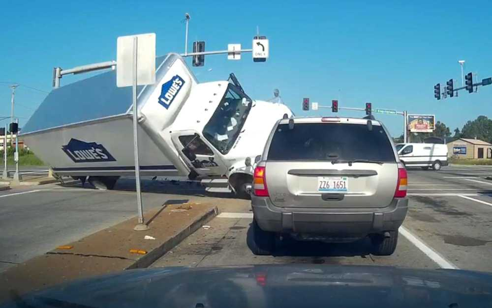 Local News: Dashcam video of Lowe\'s truck crash going viral (7/26 ...