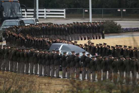 National News Thousands Salute Bush S Final Trip In Texas 12 7 18