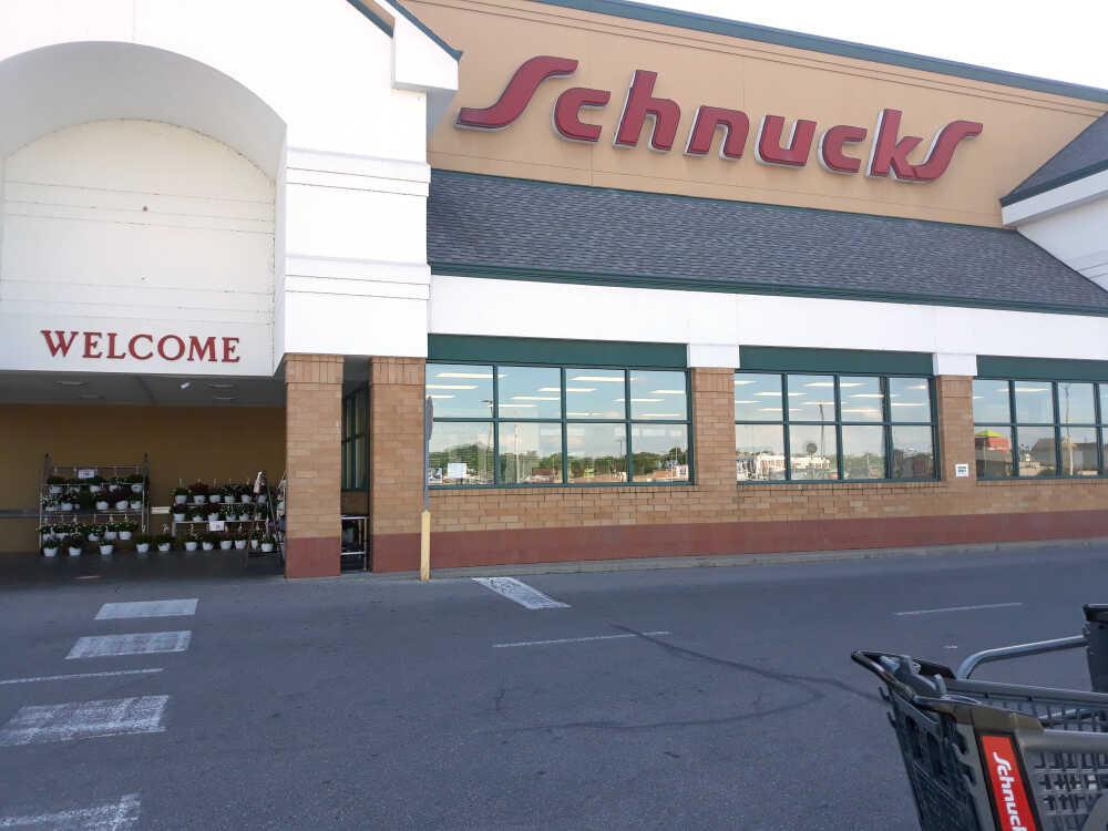 Schnucks shortens store hours to help address labor shortage, schedules career fair